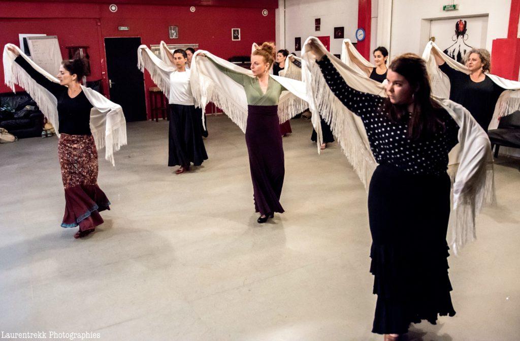 cours flamenco avec châle copas y compas bordeaux